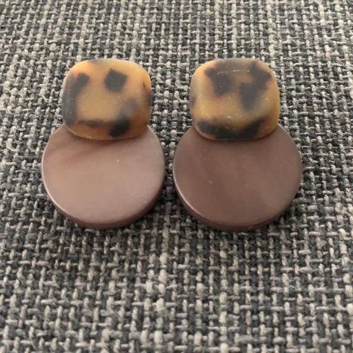 Pendientes animal print en color marrón