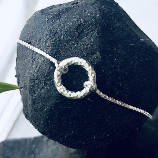 Pulsera de plata con círculo pequeño diamantado [3]