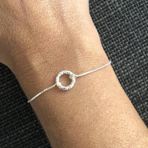 Pulsera de plata con círculo pequeño diamantado [2]