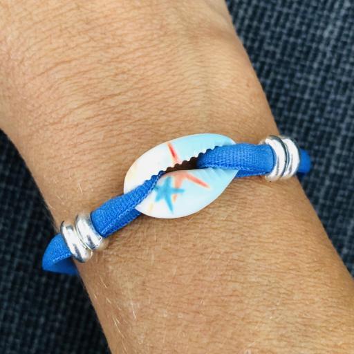 Pulsera elástica azul con cauri con motivos marítimos [2]