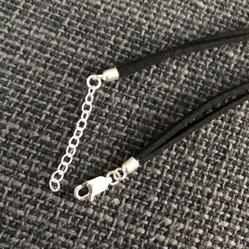 Pulsera corazón de plata y antelina negra [2]
