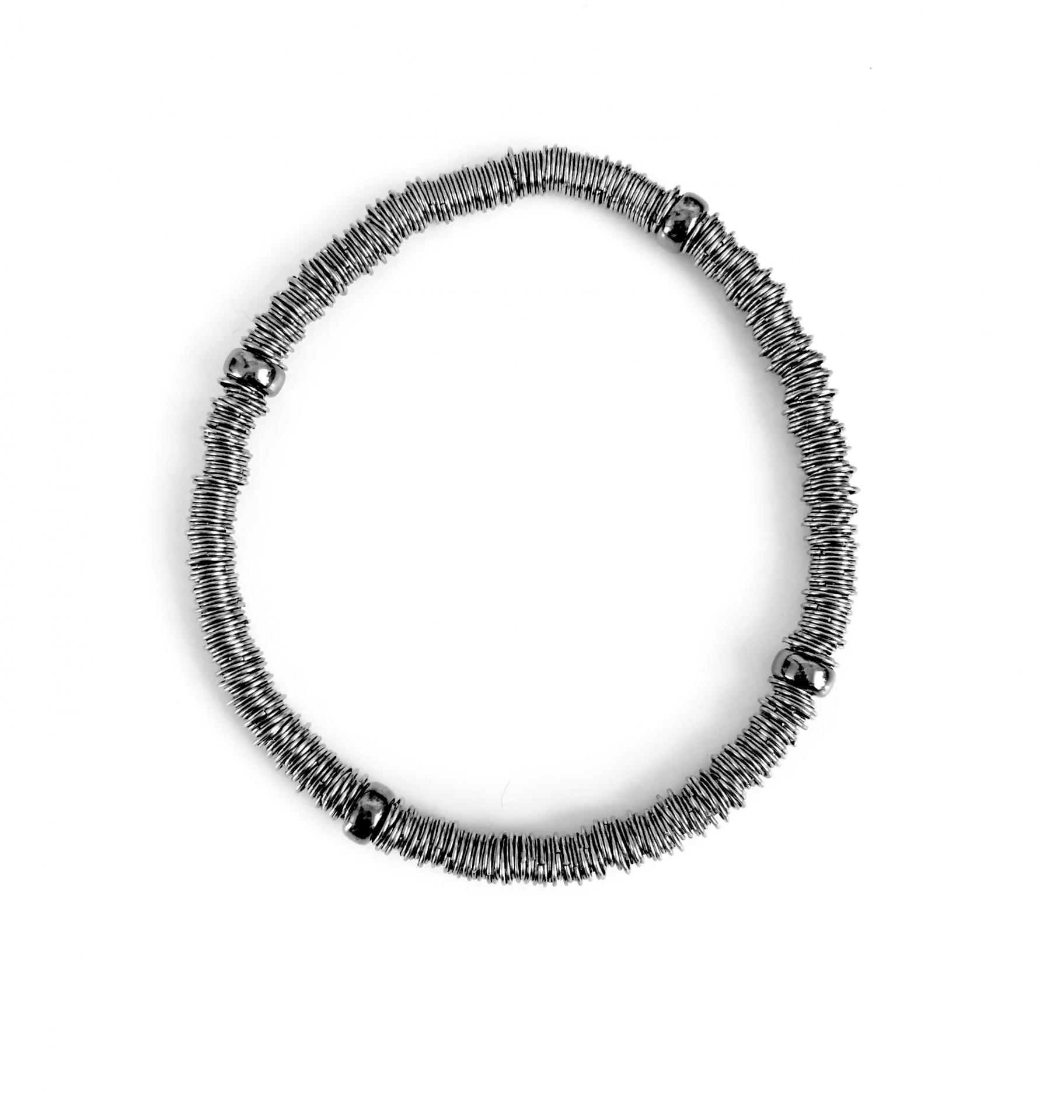 Pulsera elástica de plata rodiada con bolas bañadas en rutenio
