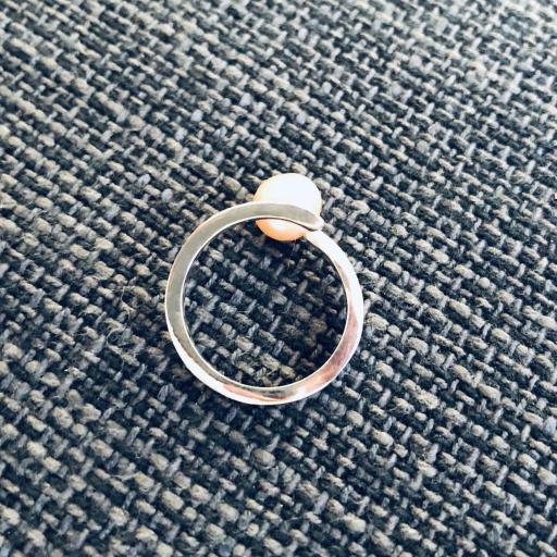 Anillo de plata y perla natural anaranjada [1]