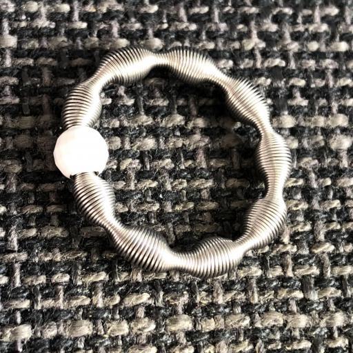 Anillo elástico con bola de plata color blanco [1]