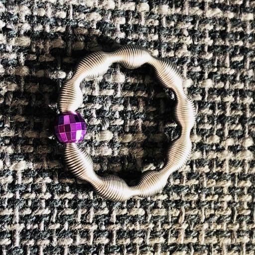 Anillo eláastico con bola de plata color lila [1]