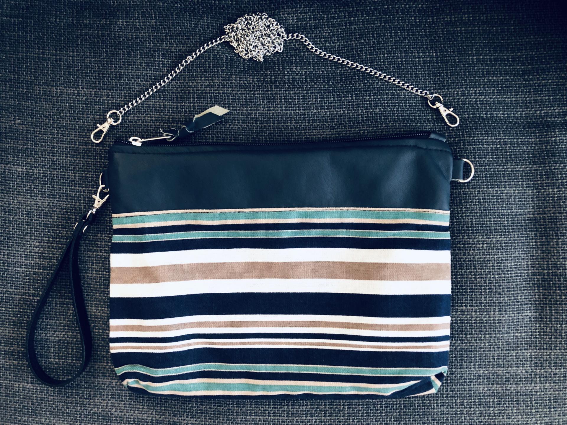 Bolso artesanal de rayas azules, beige y turquesa
