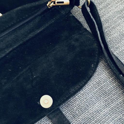 Bolso italiano de ante en color negro [2]