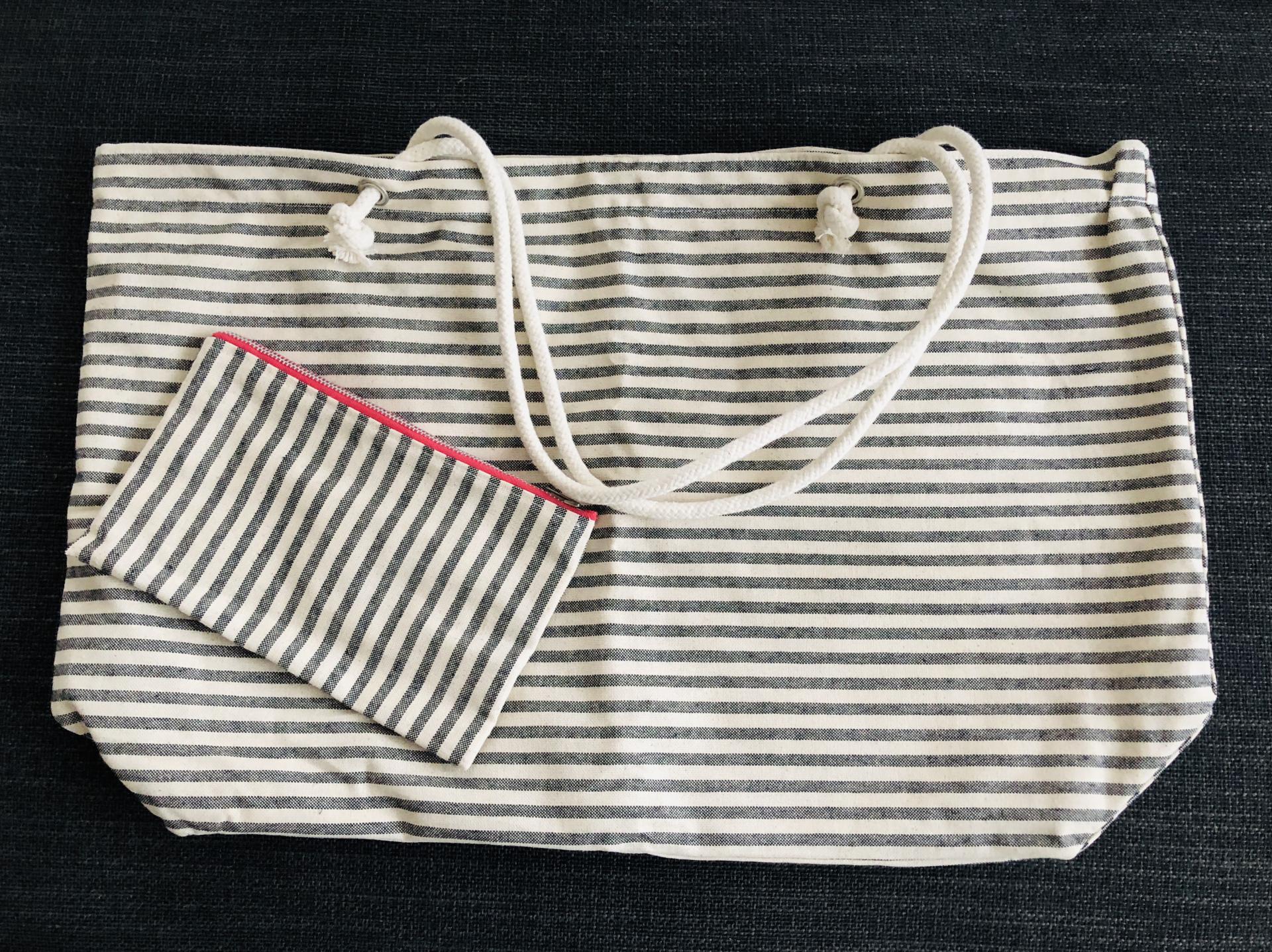 Bolsa XL artesanal con neceser de rayas gris y crudo