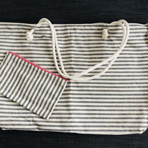Bolsa XL artesanal con neceser de rayas gris y crudo [0]