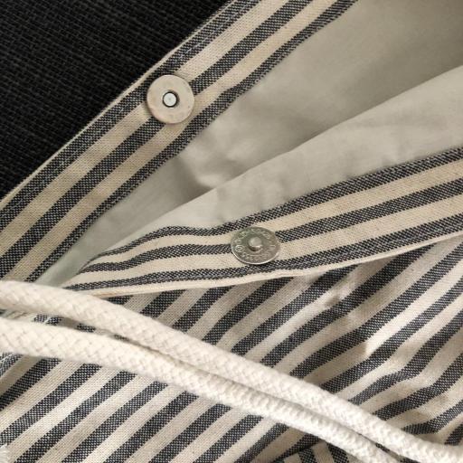 Bolsa XL artesanal con neceser de rayas gris y crudo [1]
