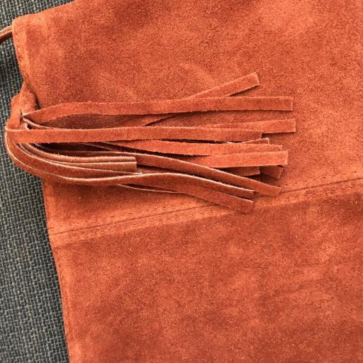 Bolso italiano de ante con flecos en color teja [1]
