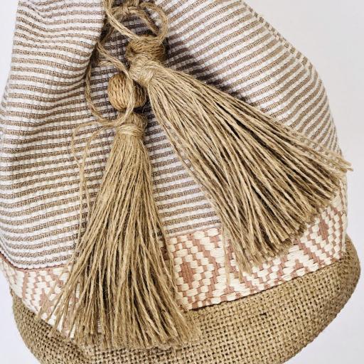Bolso saco de rallas en colores crudo y camel [3]