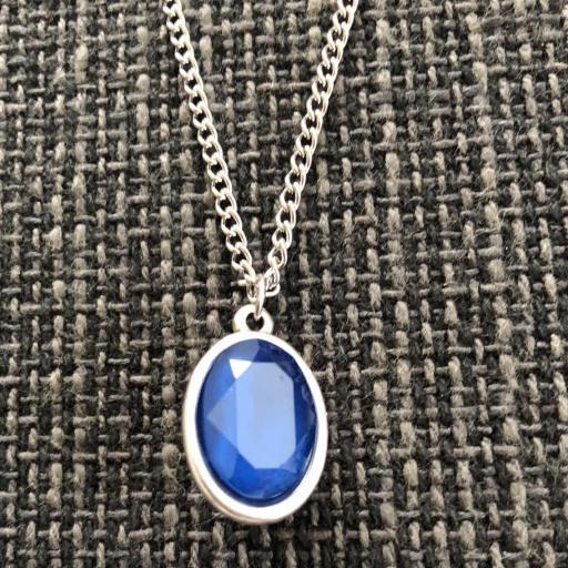 Colgante con cristal facetado azul