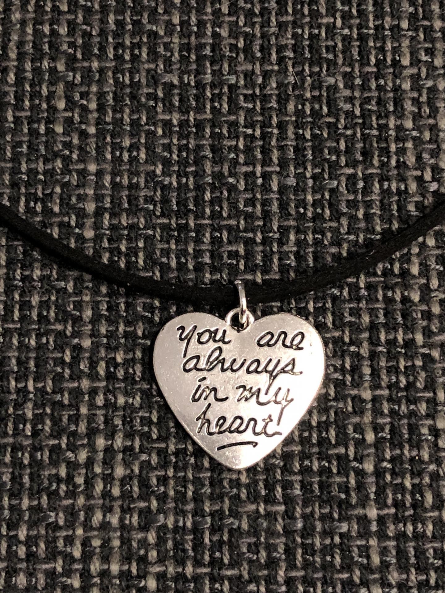 """Colgante corazón """"You´re always in my heart"""" color negro"""