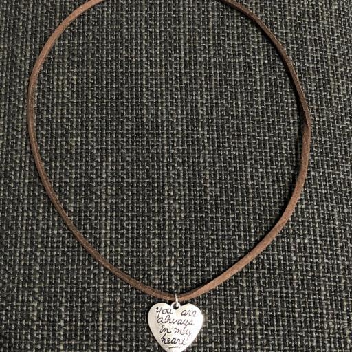 """Colgante corazón """"You´re always in my heart"""" color marrón [1]"""