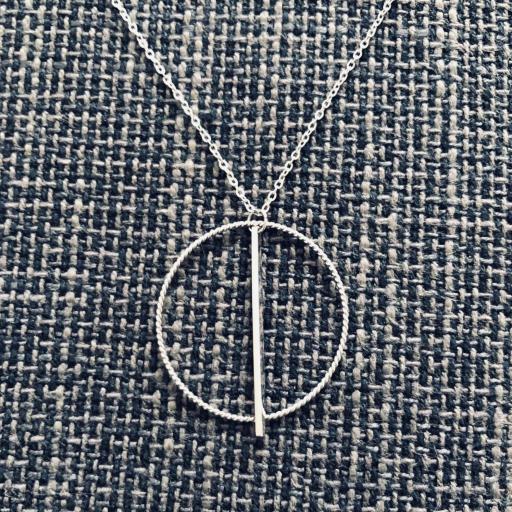 Colgante circular de hilo retorcido