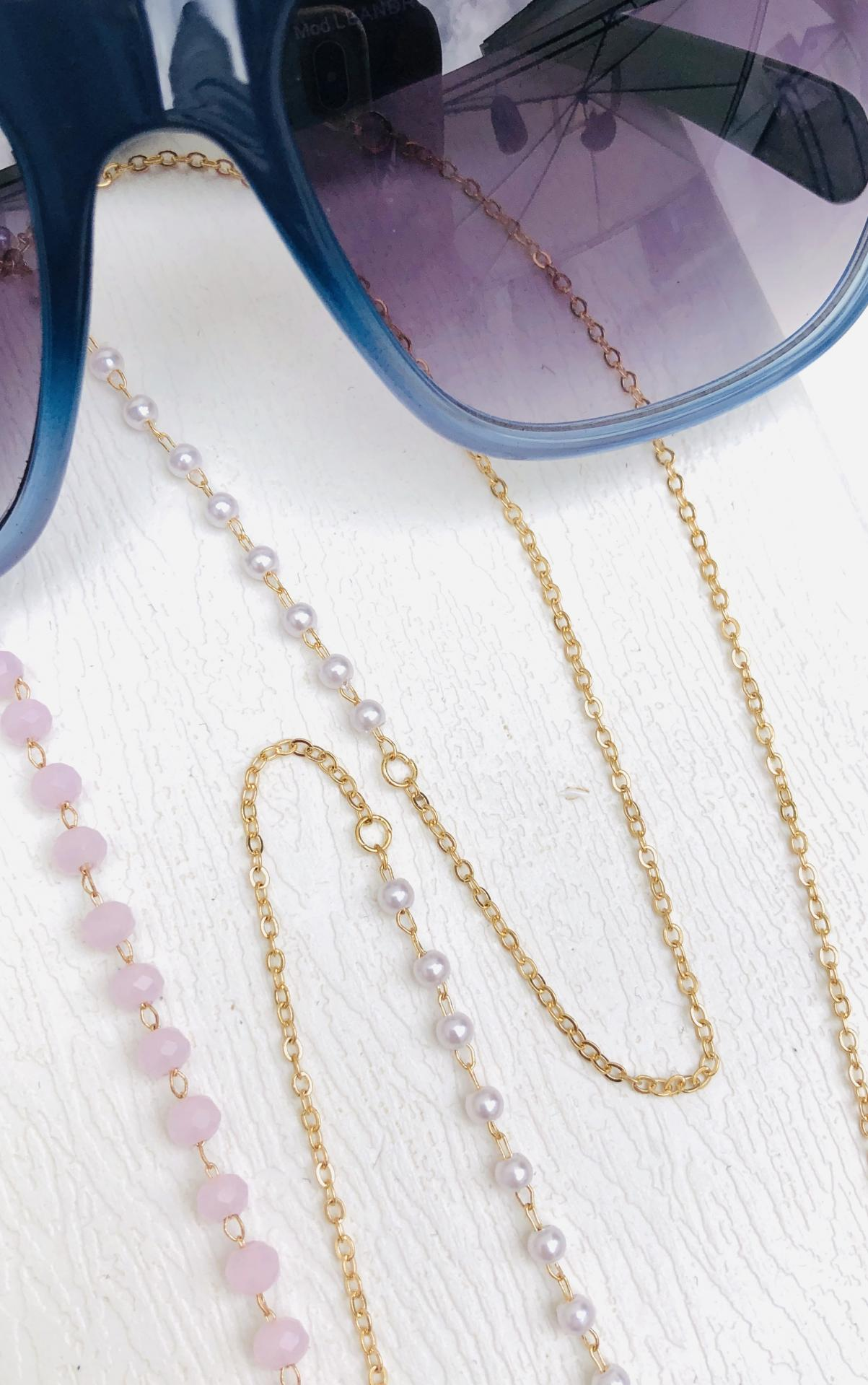 Cadena gafas de acero dorado, bolitas de strass color rosa y perlas blancas