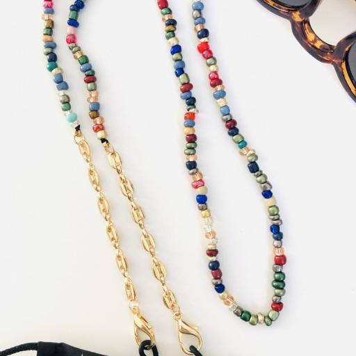 Cuelga mascarillas o gafas en tonos multicolor y con cadena de eslabones dorada [1]