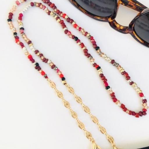 Cuelga mascarillas o gafas en tonos granate y  cadena de eslabones dorada [1]