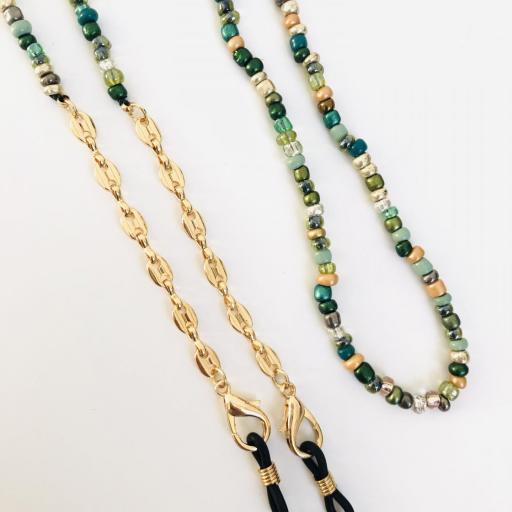 Cuelga mascarillas o gafas en tonos verde y cadena de eslabones dorada