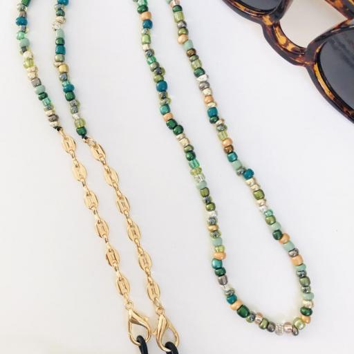 Cuelga mascarillas o gafas en tonos verde y cadena de eslabones dorada [1]