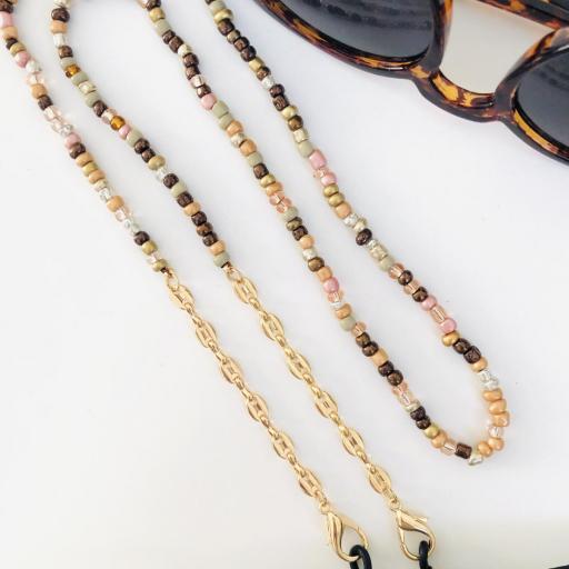 Cuelga mascarillas o gafas en tonos ocre y  cadena de eslabones dorados [1]