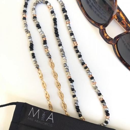 Cuelga mascarillas o gafas en tonos gris, plata y cadena de eslabones dorada [1]