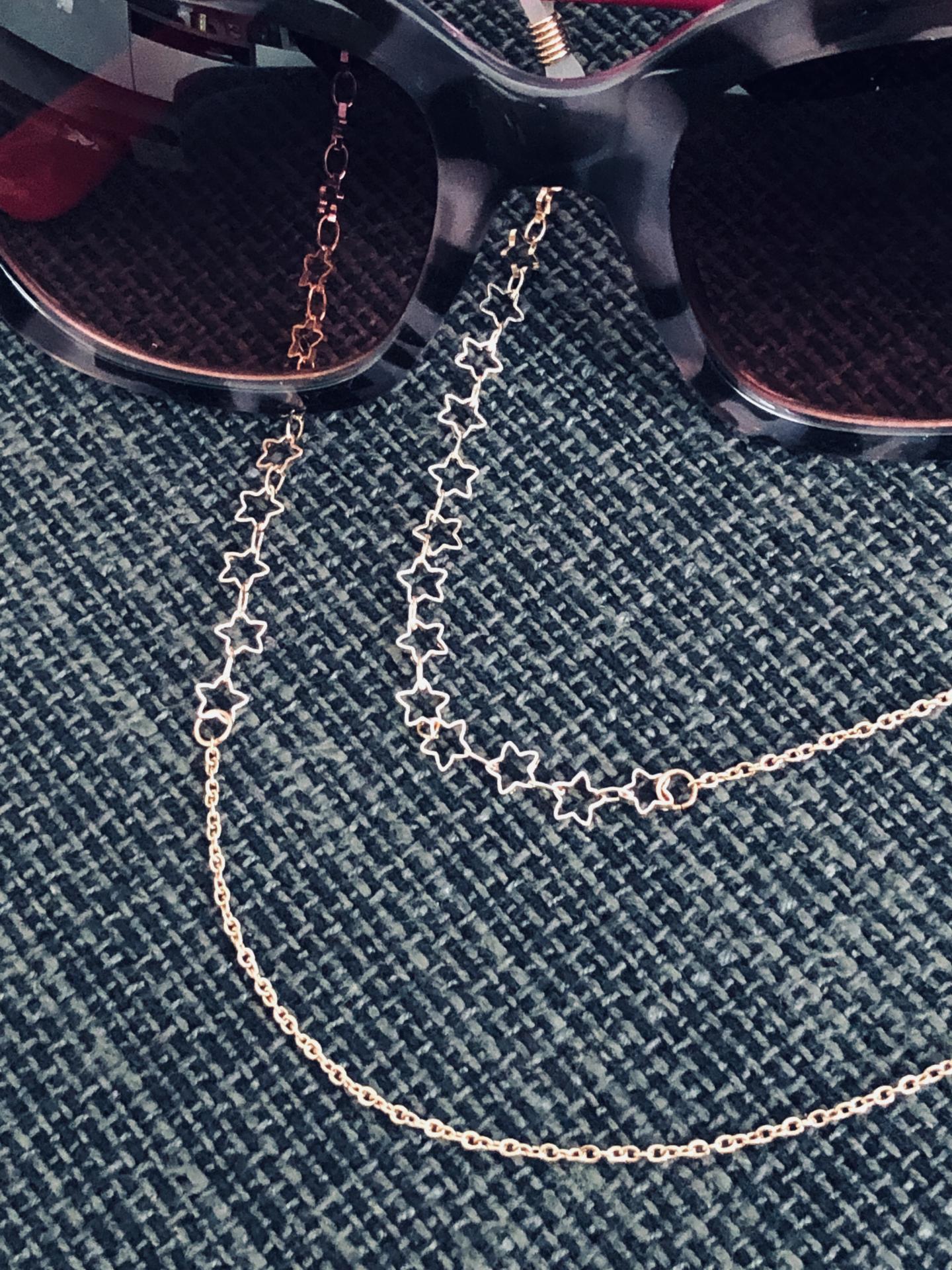 Cordón de gafas con cadena de estrellas color oro rosa