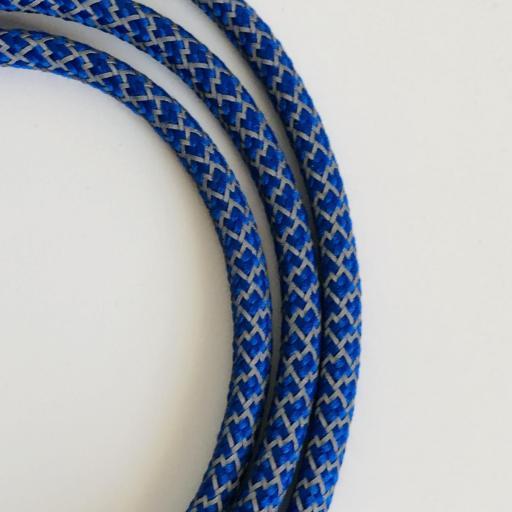 Cuelga mascarillas o  gafas en tonos azules y grises [1]