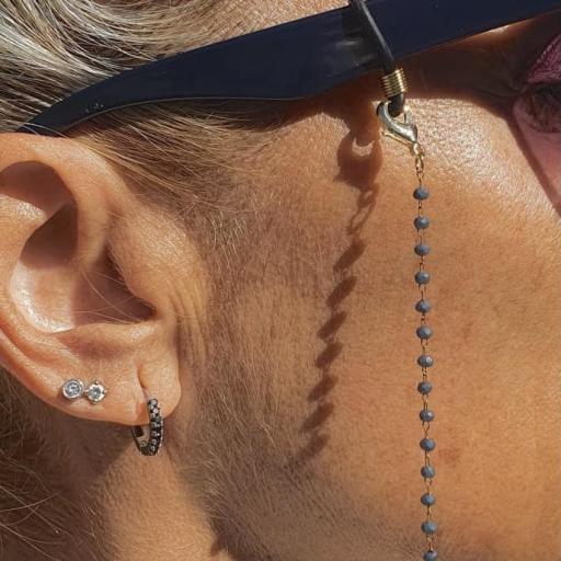 Cordón cuelga gafas y mascarillas con cadena dorada y bolitas color azul [1]