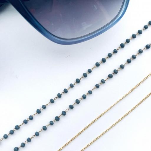Cordón cuelga gafas y mascarillas con cadena dorada y bolitas color azul