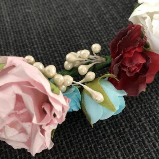 Corona con flores de papel y tela [2]