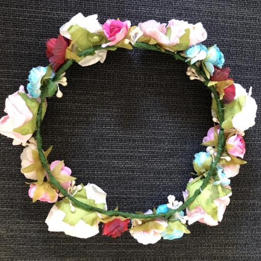 Corona con flores de papel y tela [1]