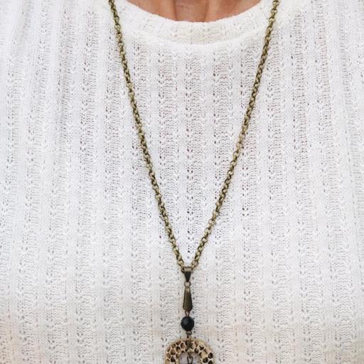 """Collar """"O""""c de piel animal print marrón y beige y cristal checo [1]"""