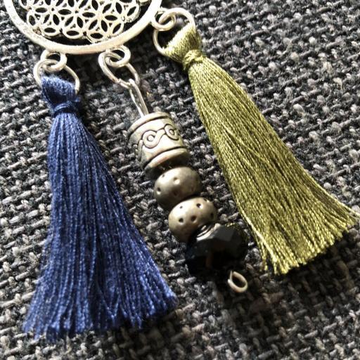 Collar geométrico calado con borla azul marino y verde oliva [1]