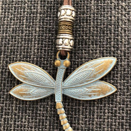 Collar libélula de latón oxidado [2]