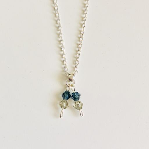 Conjunto de pendientes y colgante con cadena y cristales Swarovski en azul mar y visón [1]