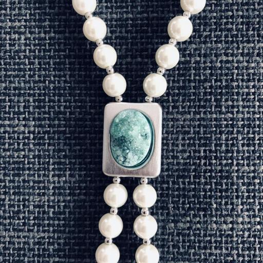 Collar de perlas de nácar y piedra verde [1]