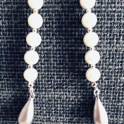 Collar de perlas de nácar y piedra verde [2]