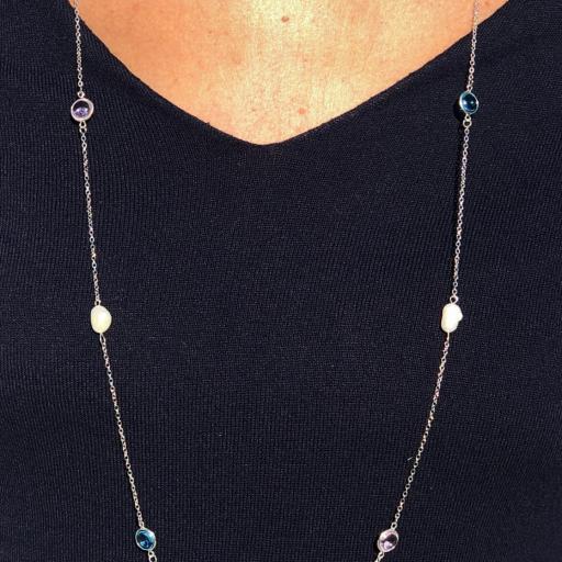 Collar plateado con cristales azul turquesa y violeta [3]