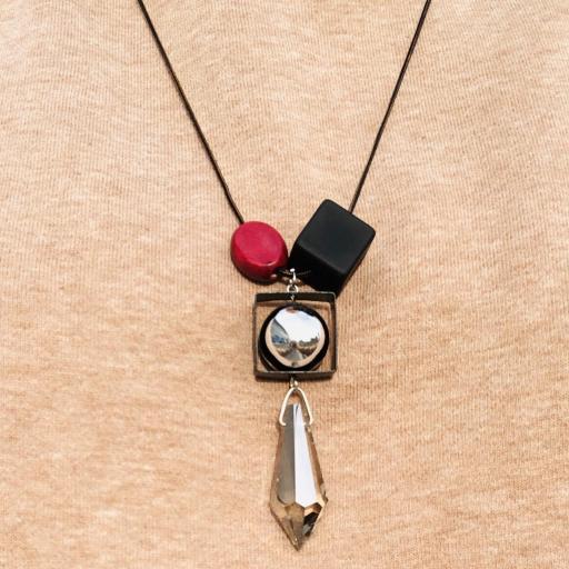 Collar geométrico de madera y metal [3]