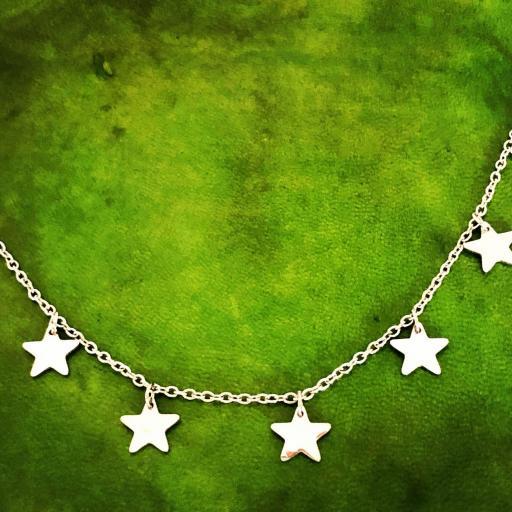 Collar de estrellas plateadas [3]
