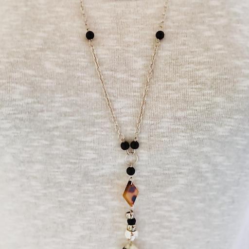 Collar animal print gota ocre y negra con bolas plateadas [2]