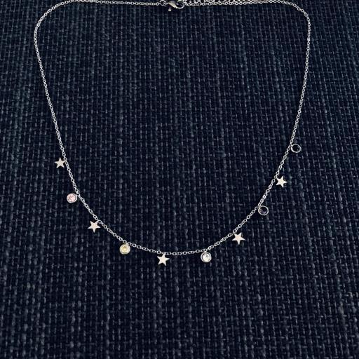 Collar plateado con cristales y estrellas [1]