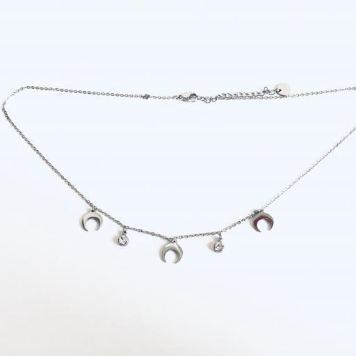 Collar gargantilla con cristales y medias lunas [3]