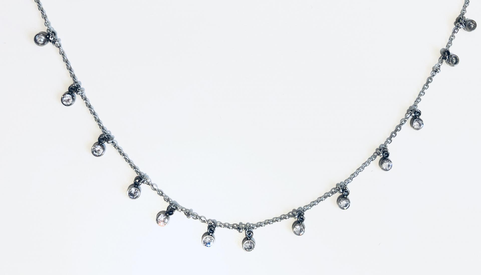 collar gargantilla de acero con cristales engarzados