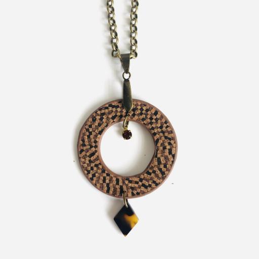 Collar redondo  de corcho en tonos marrones, cristal Swarovski y resina [0]