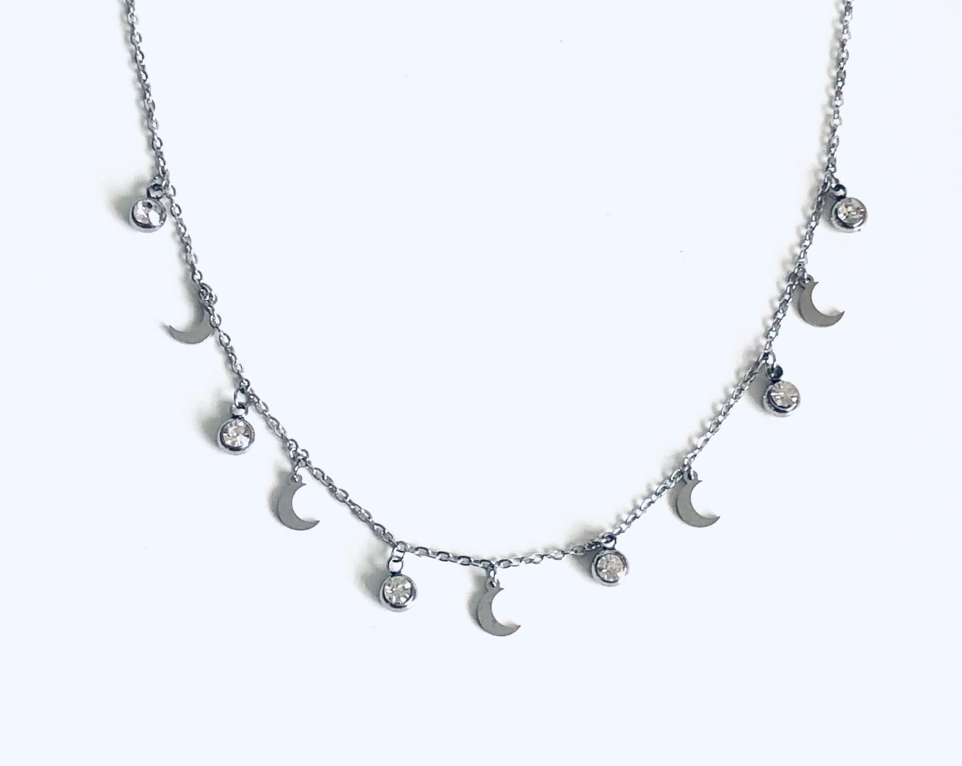 Collar de cadena con cristales y lunas