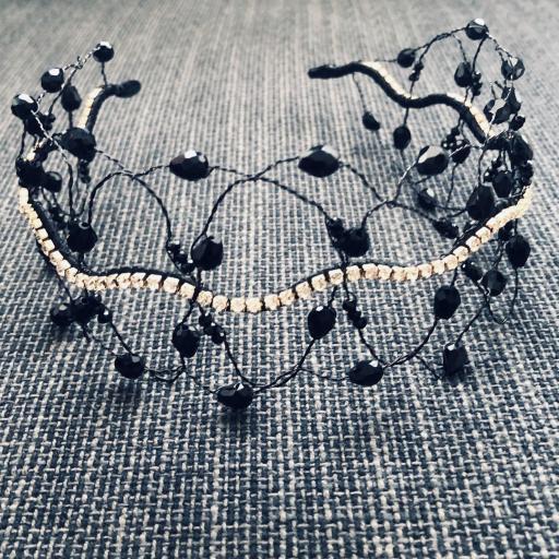 Diadema negra estilo barroco con circonitas y cristales