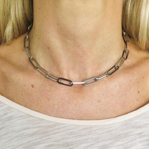 Gargantilla o cadena de acero con eslabones plateados [2]
